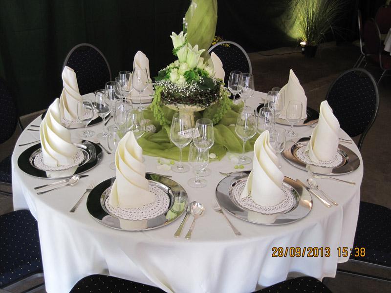 Stil mietm bel geschirr und zeltverleih stil mietm bel for Hochzeitsdeko runde tische
